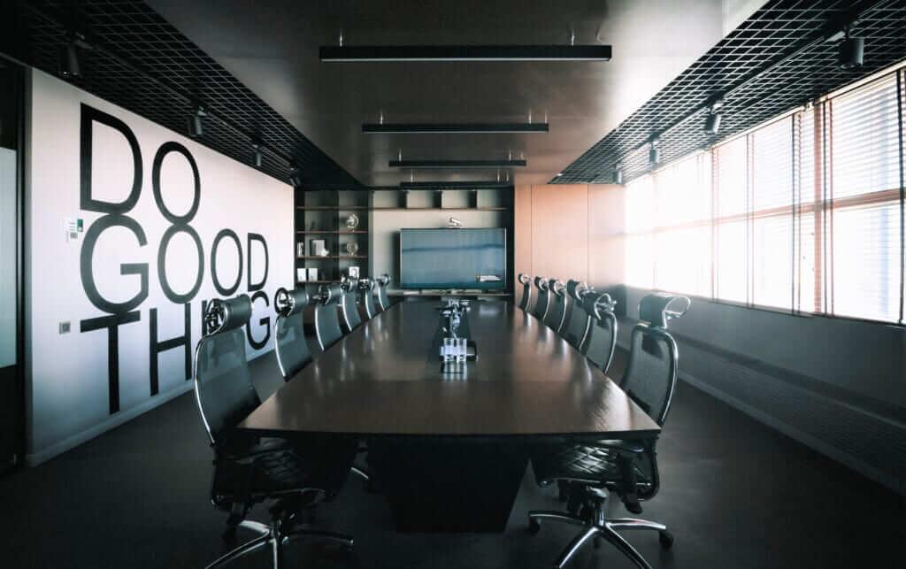 รับเหมา ตกแต่งภายใน ออกแบบสำนักงานขนาดเล็ก ออกแบบห้องประชุมของบริษัท office design โต๊ะประชุมในห้องประชุมที่เล็ก การออกแบบ ห้อง ประชุม